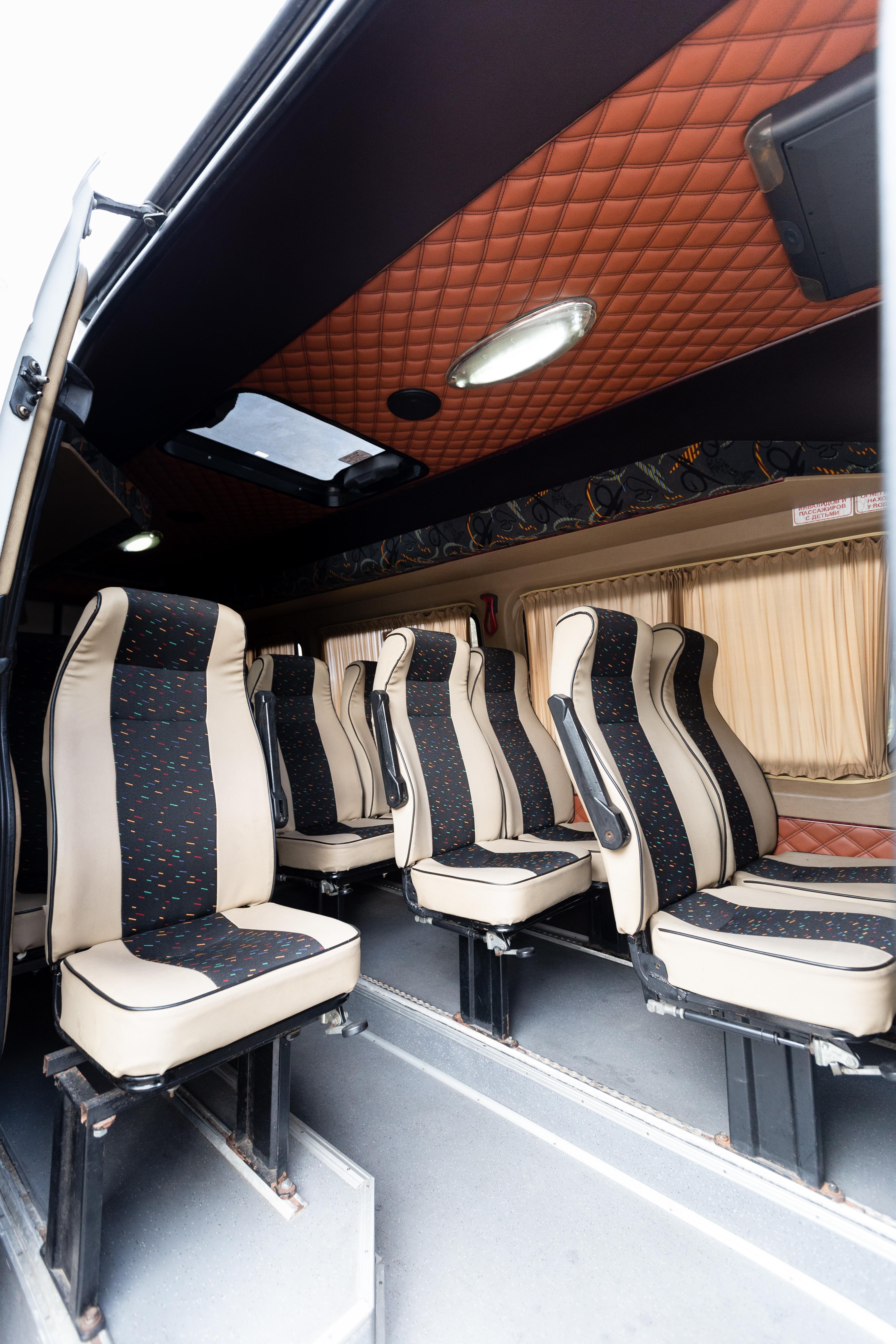 Мерседес-Бенц Спринтер, 19 пассажирских мест, кондиционер, вебасто, TV, DVD, микрофон.
