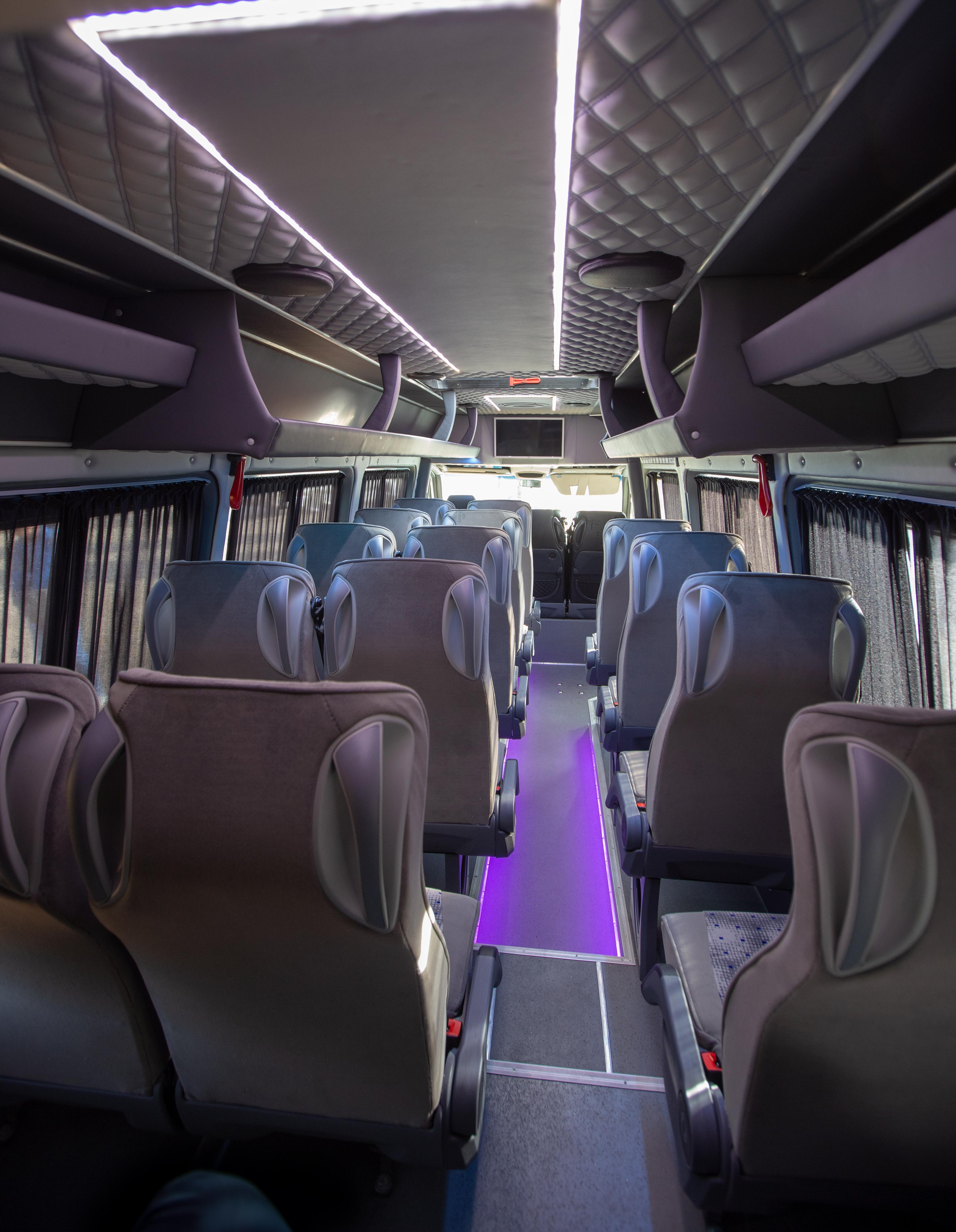 Фольксваген Крафтер, 21 пассажирское место, кондиционер, вебасто, TV, DVD, микрофон, увеличенное багажное отделение.
