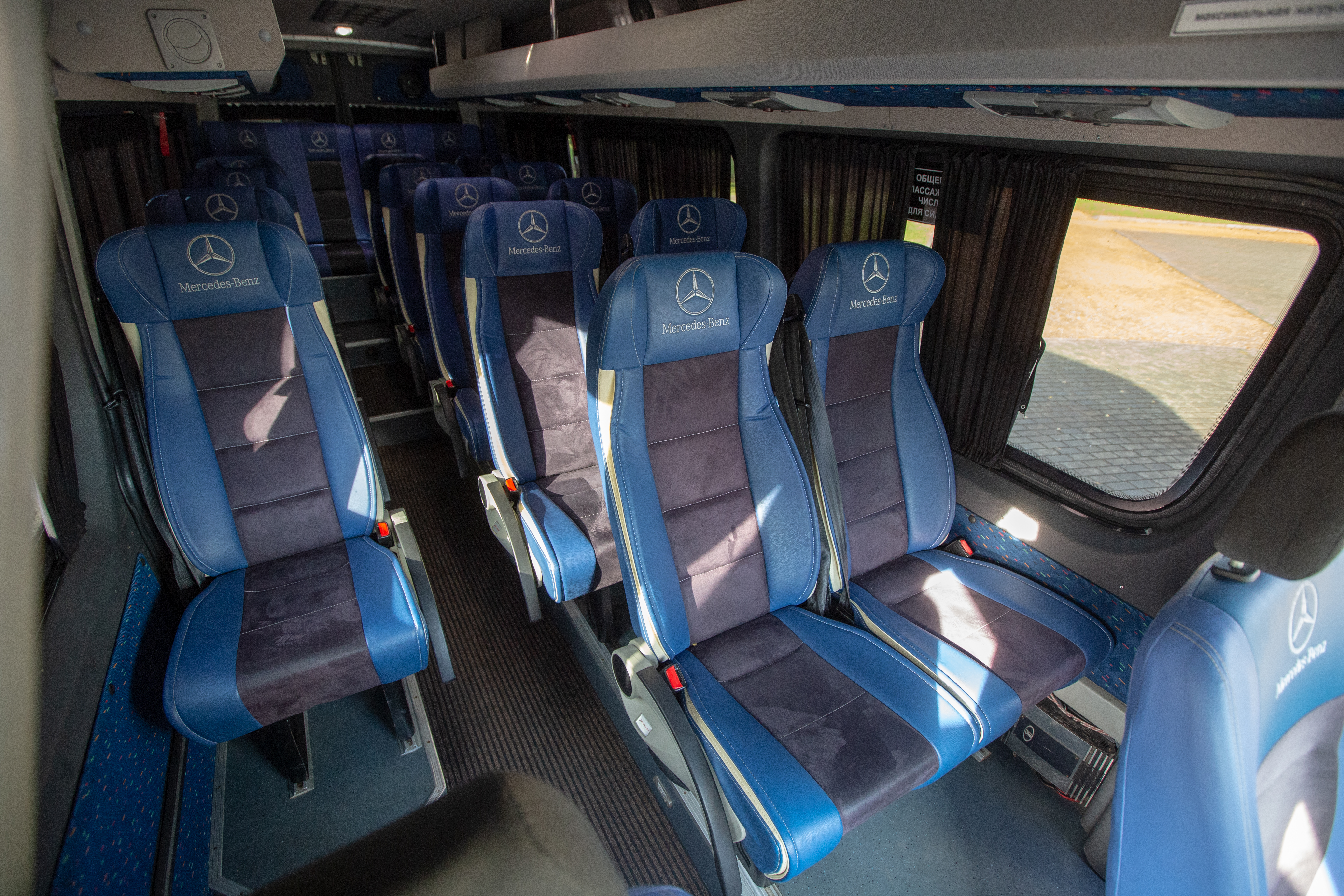 Мерседес-Бенц Спринтер, 19 пассажирских мест, кондиционер, вебасто, TV, DVD, микрофон, навесной багажник.
